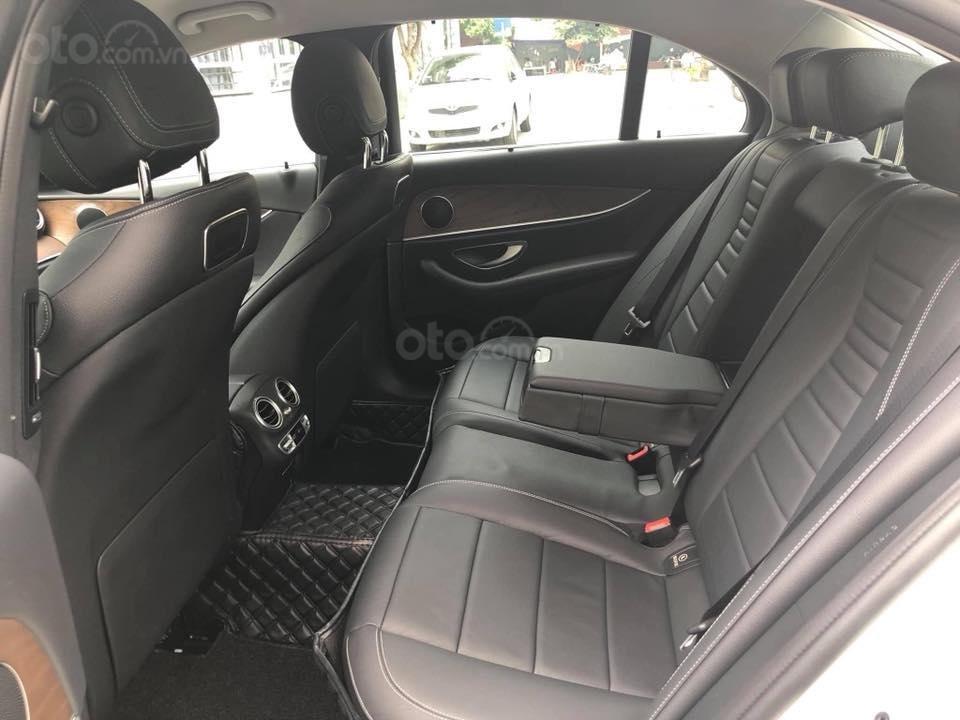 Mercedes E200 model 2019, màu trắng/đen biển Hà Nội (6)