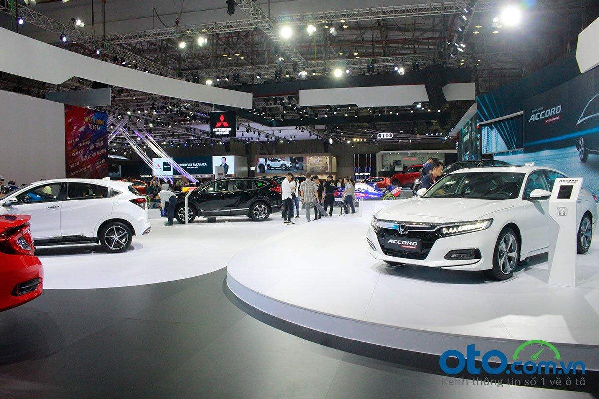 So sánh xe Toyota Camry 2019 và Honda Accord 2020 - Ảnh 1.