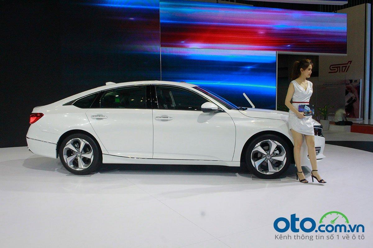 So sánh xe Toyota Camry 2019 và Honda Accord 2020 về thiết kế thân xe - Ảnh 1.