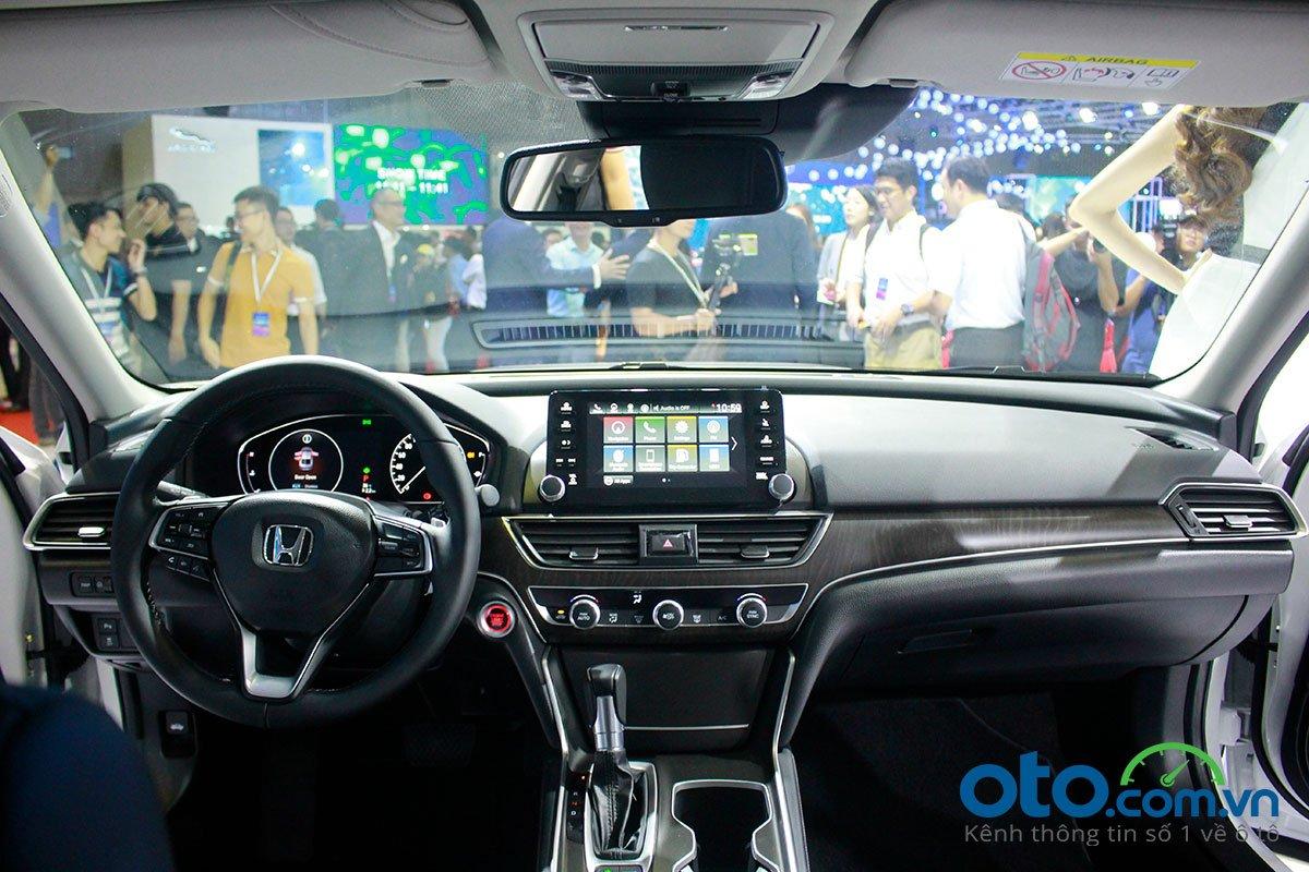 So sánh xe Toyota Camry 2019 và Honda Accord 2020 về thiết kế nội thất - Ảnh 1.
