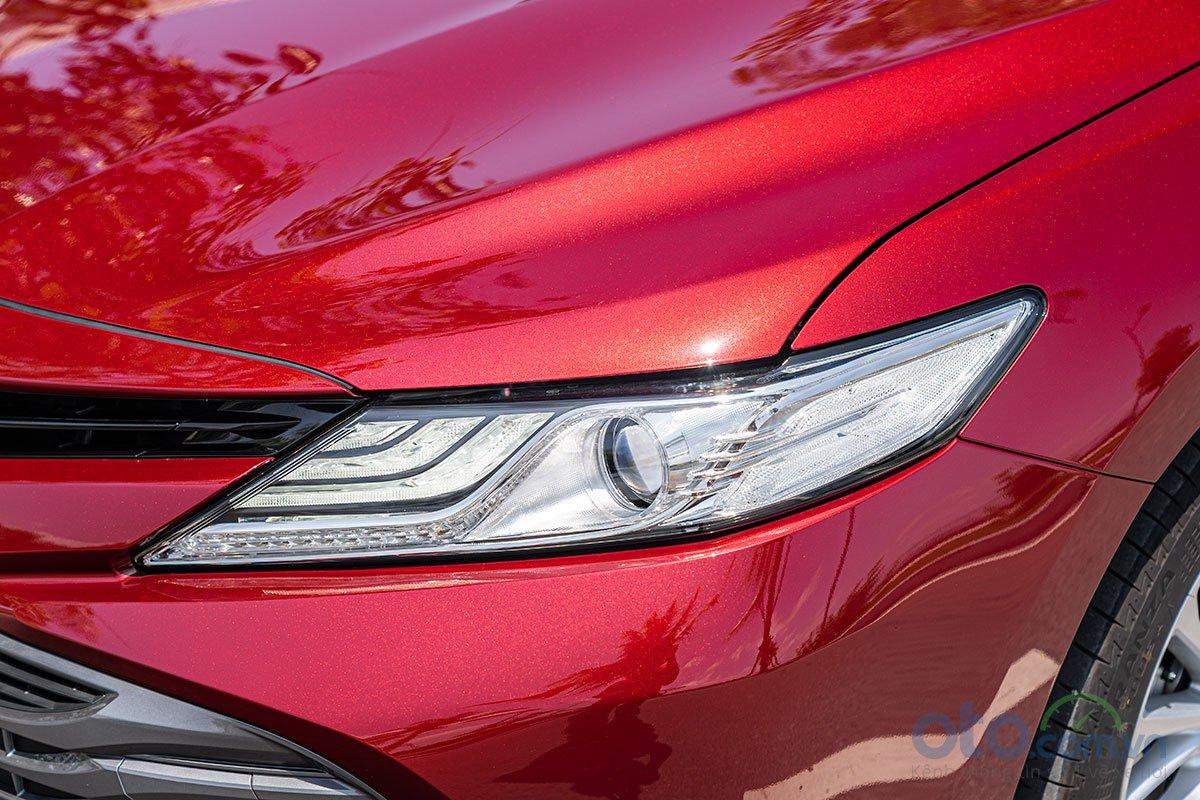 So sánh xe Toyota Camry 2019 và Honda Accord 2020 về thiết kế đầu xe - Ảnh 2.