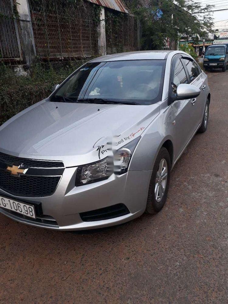 Cần bán gấp Chevrolet Cruze sản xuất 2010, màu bạc xe gia đình, giá chỉ 280 triệu còn nguyên bản (1)