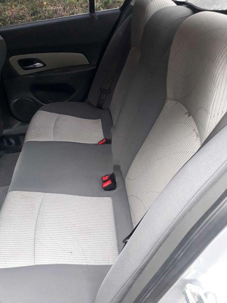 Cần bán gấp Chevrolet Cruze sản xuất 2010, màu bạc xe gia đình, giá chỉ 280 triệu còn nguyên bản (8)