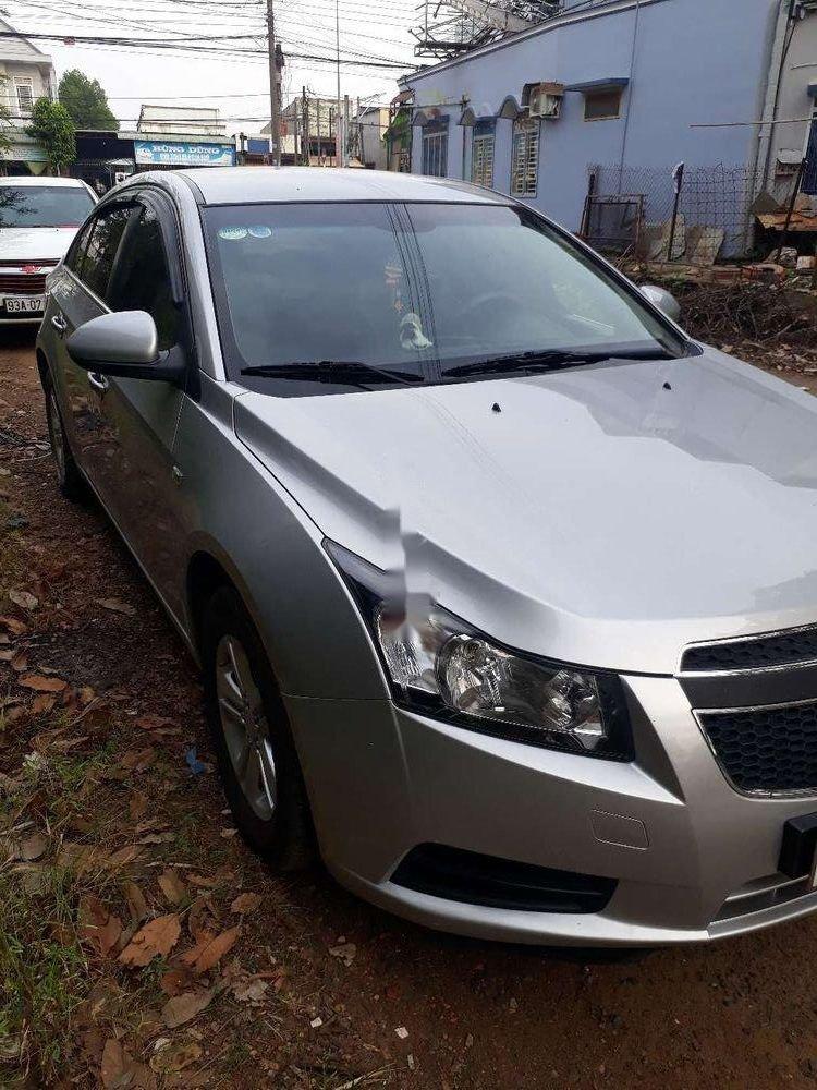Cần bán gấp Chevrolet Cruze sản xuất 2010, màu bạc xe gia đình, giá chỉ 280 triệu còn nguyên bản (2)