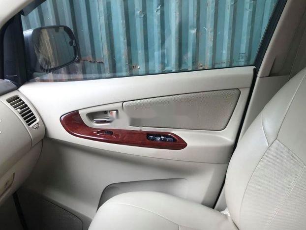 Cần bán Toyota Innova đời 2006, màu bạc, số sàn (2)