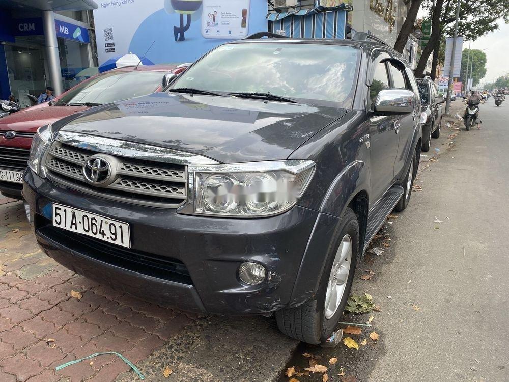 Cần bán lại xe Toyota Fortuner 2011, màu đen xe gia đình xe nguyên bản (1)