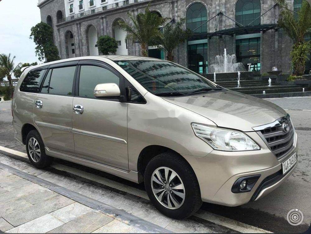 Cần bán lại xe Toyota Innova năm sản xuất 2015 xe gia đình, giá chỉ 500 triệu (1)