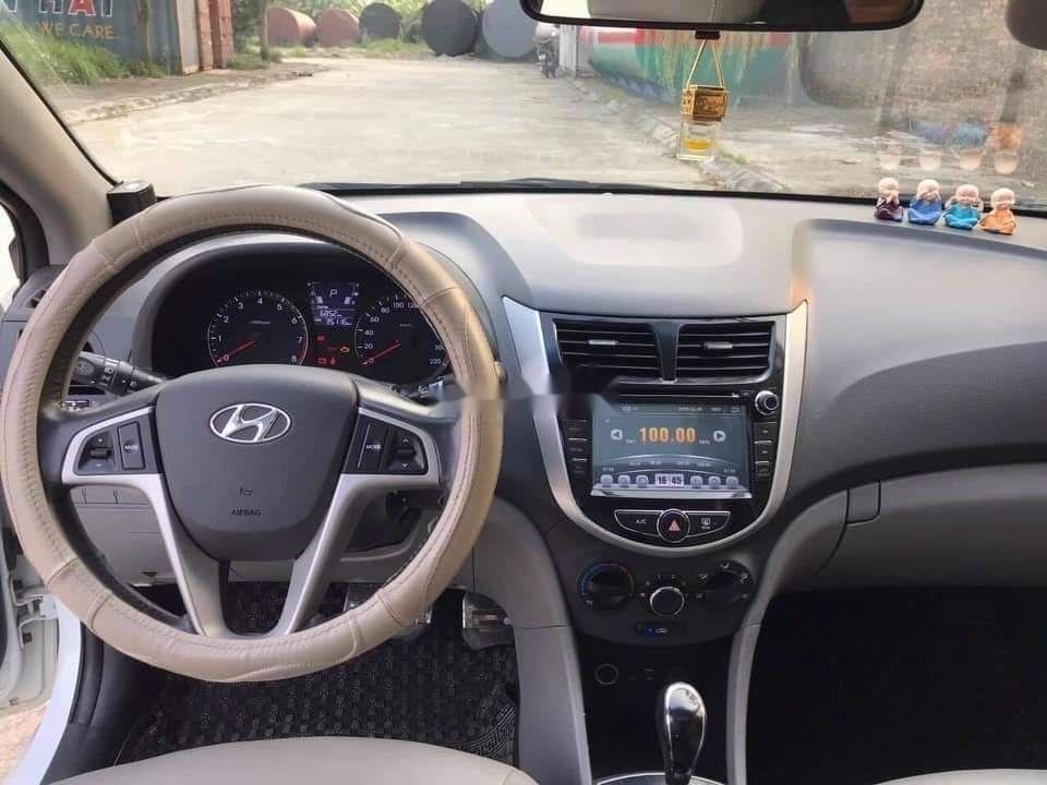 Cần bán Hyundai Accent sản xuất năm 2019, màu trắng, nhập khẩu (4)