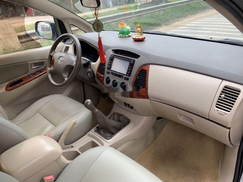 Cần bán Toyota Innova 2008, màu bạc số sàn xe nguyên bản (7)