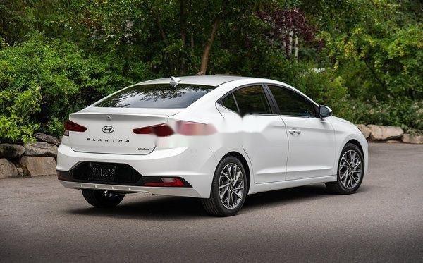 Cần bán Hyundai Elantra đời 2019, màu trắng, xe nhập (2)