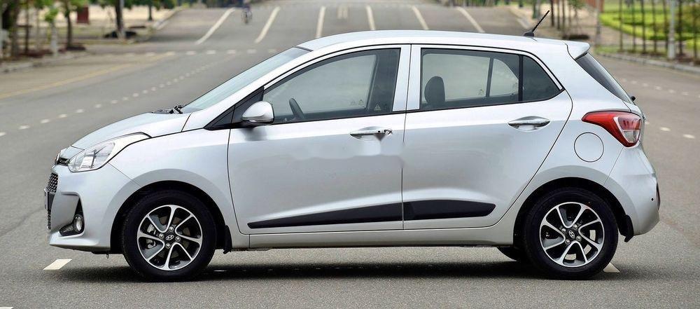 Cần bán Hyundai Grand i10 2017, màu bạc, xe còn mới (1)