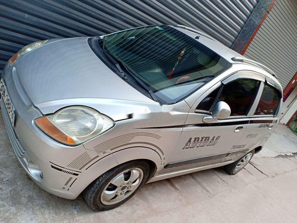 Cần bán lại xe Chevrolet Spark năm 2009, màu bạc xe nguyên bản (2)