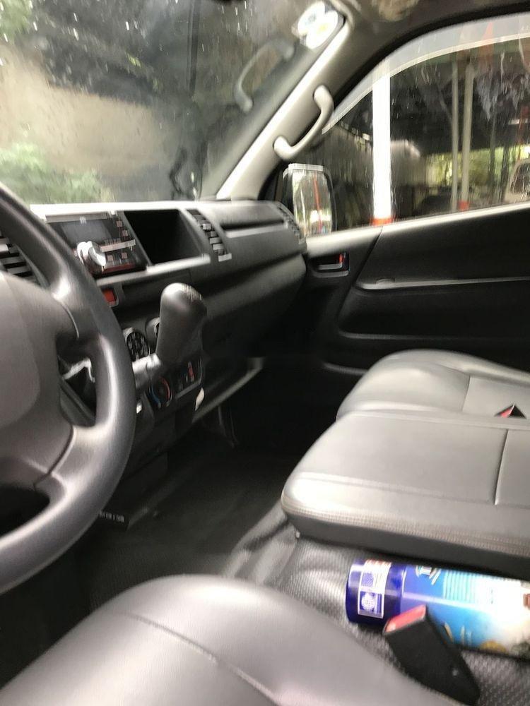 Bán xe Toyota Hiace sản xuất 2017, màu bạc, nhập khẩu chính hãng (5)