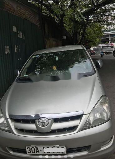Cần bán Toyota Innova đời 2006, màu bạc, số sàn (1)