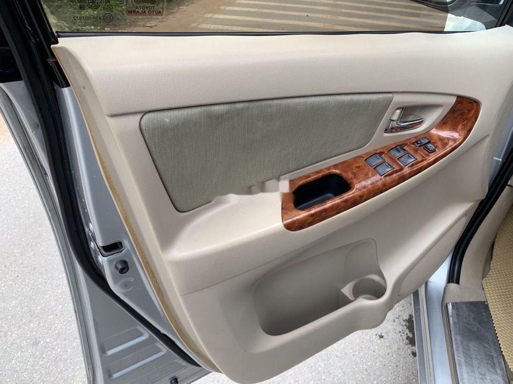 Cần bán Toyota Innova 2008, màu bạc số sàn xe nguyên bản (8)