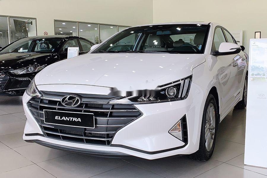 Cần bán Hyundai Elantra đời 2019, màu trắng, xe nhập (1)
