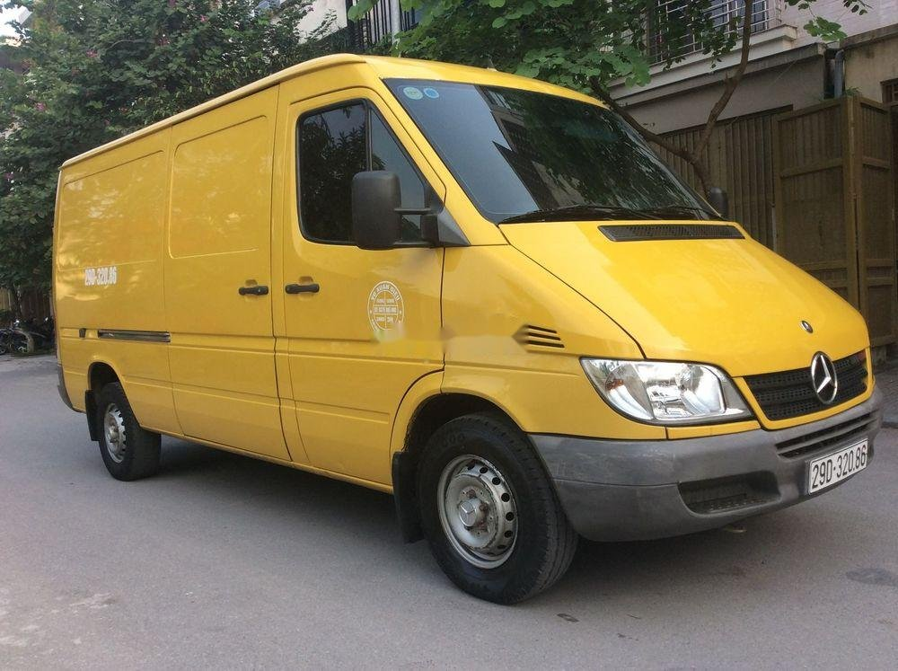 Cần bán xe Mercedes sản xuất 2009, màu vàng xe còn mới (1)
