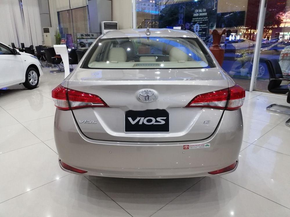 Cần bán xe Toyota Vios sản xuất 2019, màu bạc giá cạnh tranh (4)
