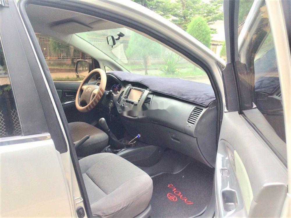 Bán Toyota Innova năm 2013, số sàn, xe zin (4)