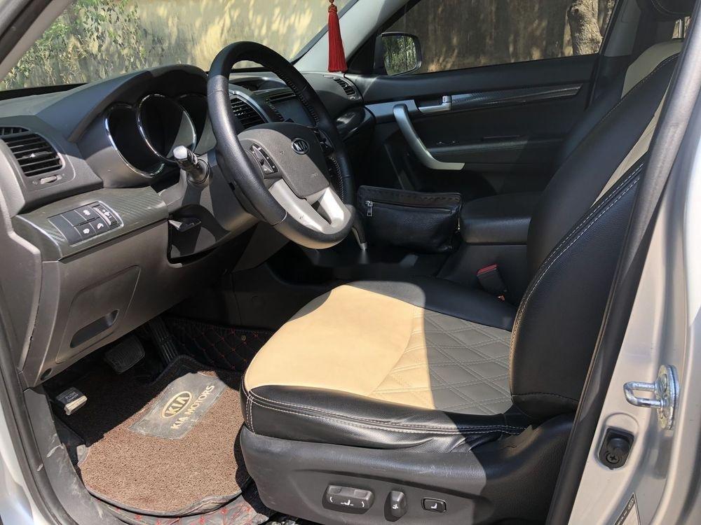 Cần bán gấp Kia Sorento sản xuất năm 2013, màu bạc xe gia đình xe nguyên bản (10)