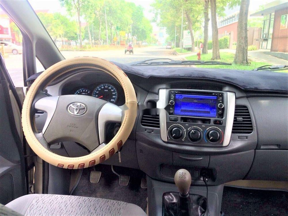 Bán Toyota Innova năm 2013, số sàn, xe zin (3)
