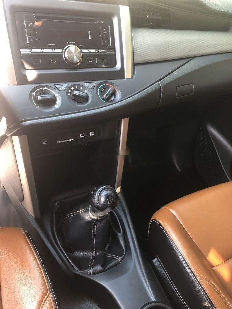 Bán Toyota Innova năm 2017, nhập khẩu nguyên chiếc, giá tốt (2)