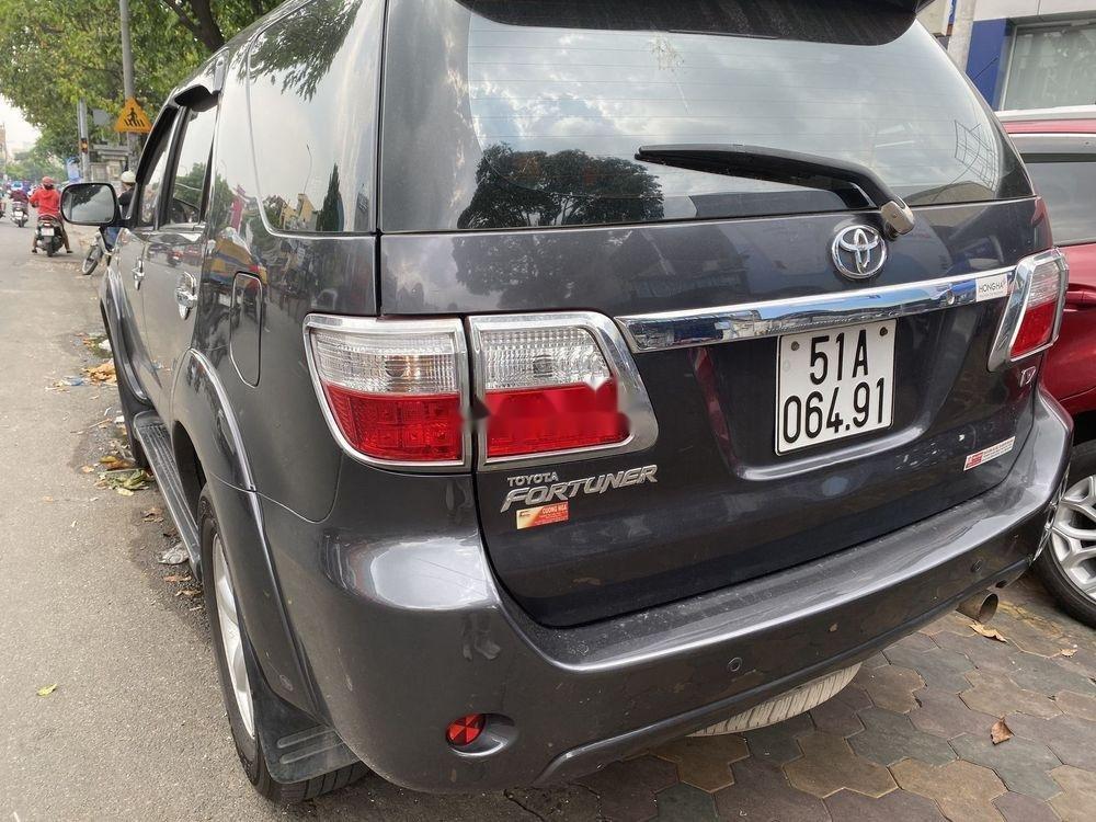 Cần bán lại xe Toyota Fortuner 2011, màu đen xe gia đình xe nguyên bản (4)
