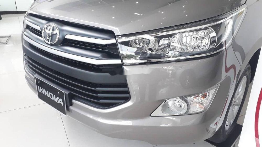 Bán xe Toyota Innova đời 2019, màu bạc, giá tốt (3)