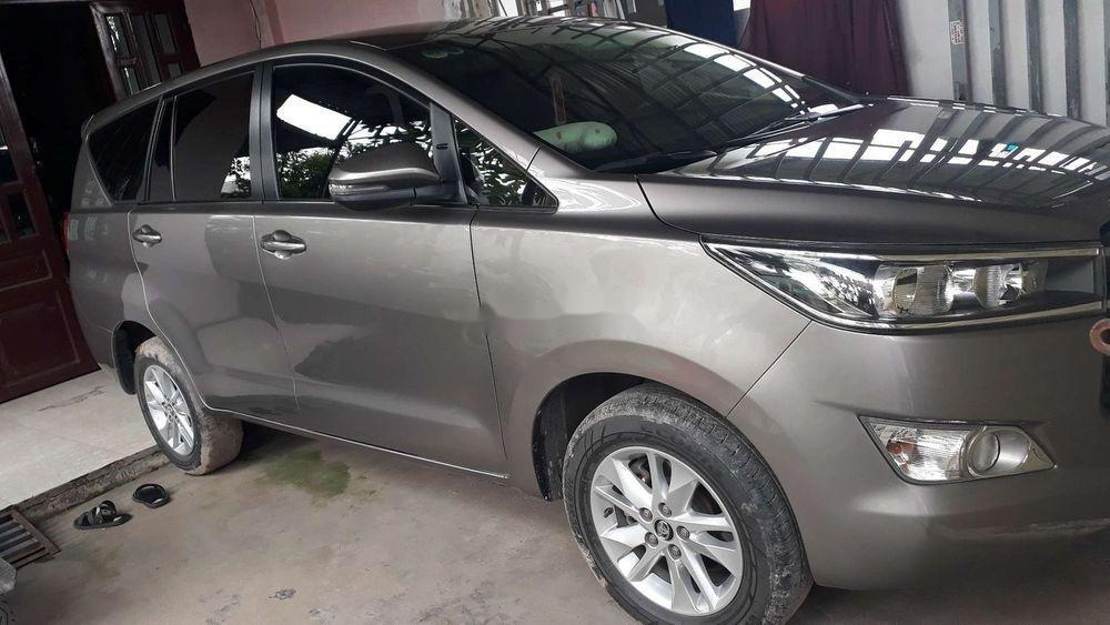 Cần bán Toyota Innova đời 2018, màu bạc, giá cạnh tranh (1)