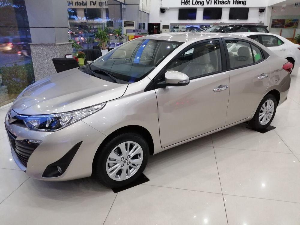 Cần bán xe Toyota Vios sản xuất 2019, màu bạc giá cạnh tranh (3)