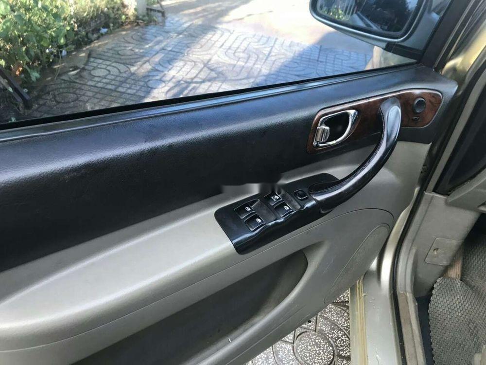 Cần bán xe Chevrolet Vivant năm sản xuất 2010, màu bạc (5)