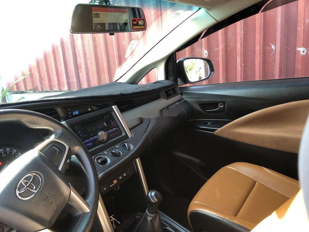 Bán Toyota Innova năm 2017, nhập khẩu nguyên chiếc, giá tốt (8)