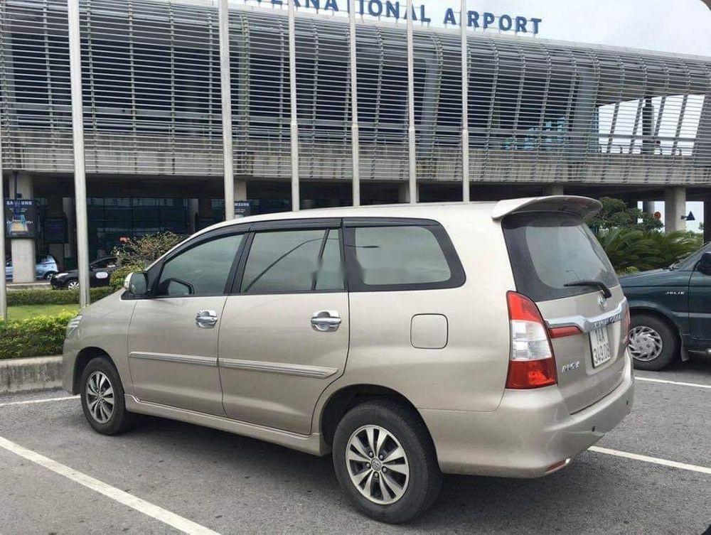 Cần bán lại xe Toyota Innova năm sản xuất 2015 xe gia đình, giá chỉ 500 triệu (2)