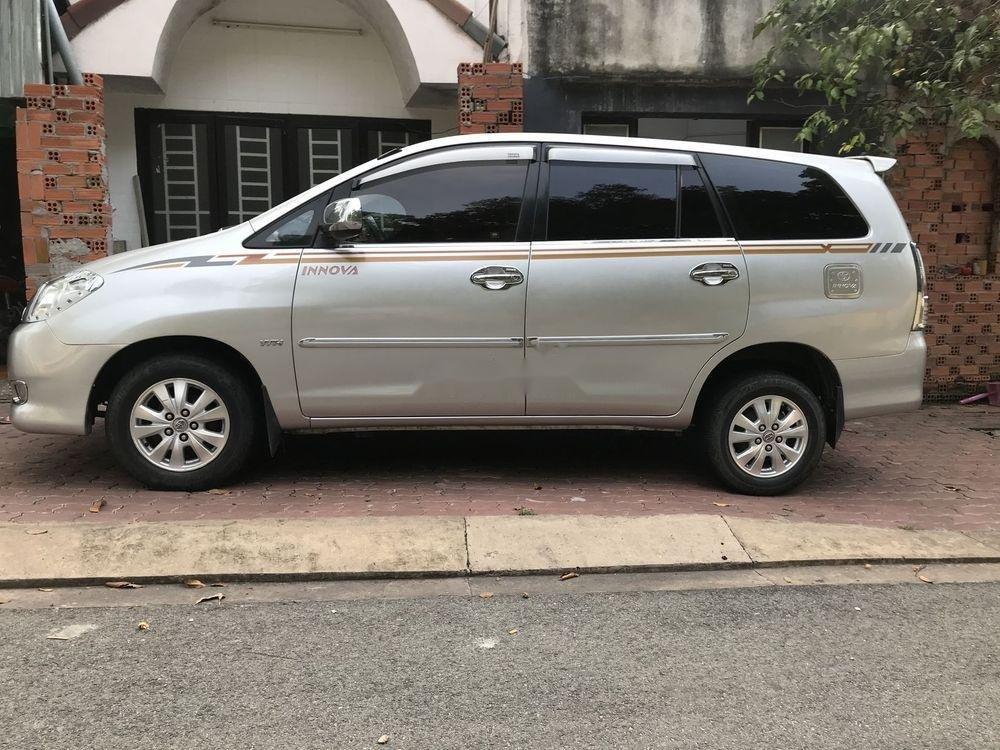 Bán xe Toyota Innova năm 2010, màu bạc, xe nhập chính hãng (7)