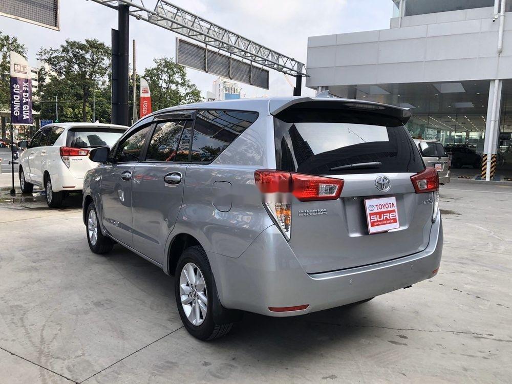 Cần bán xe Toyota Innova đời 2017, màu bạc, full đồ chơi (2)