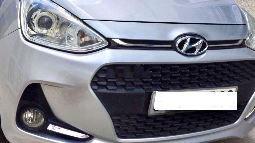 Cần bán Hyundai Grand i10 2017, màu bạc, xe còn mới (4)