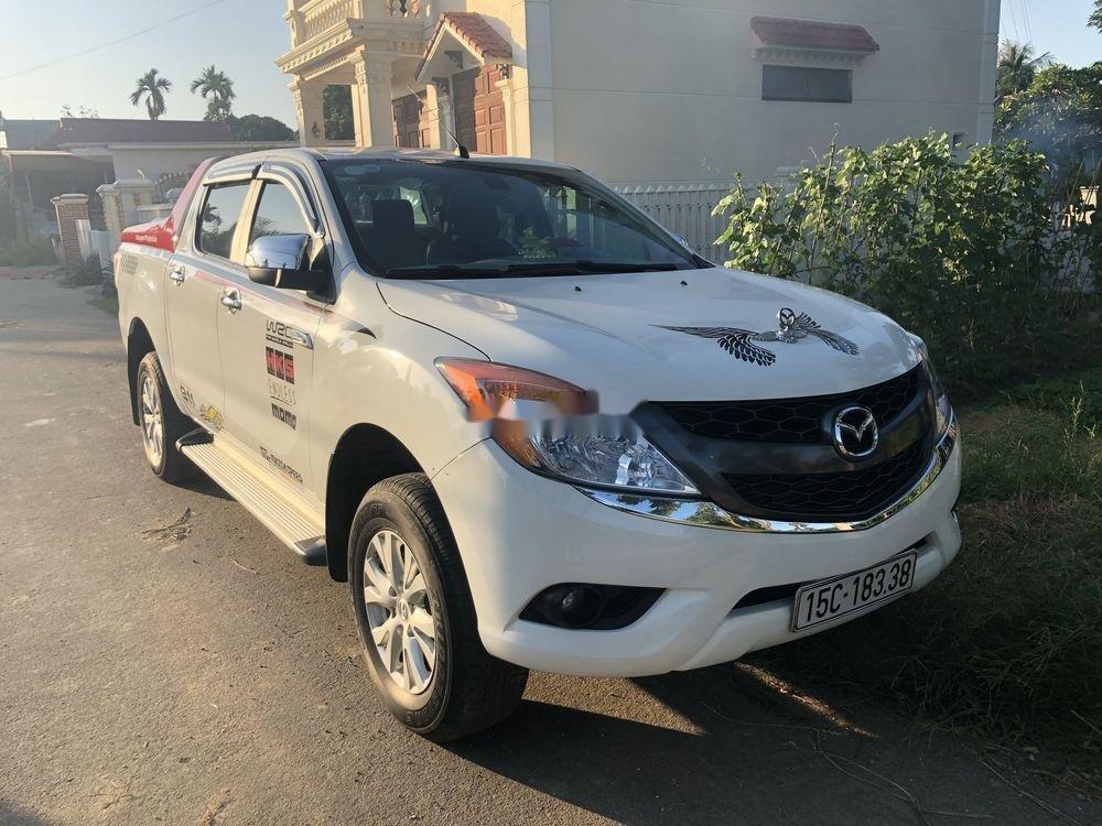 Cần bán xe Mazda BT 50 sản xuất năm 2015, màu trắng, xe nhập chính hãng (1)