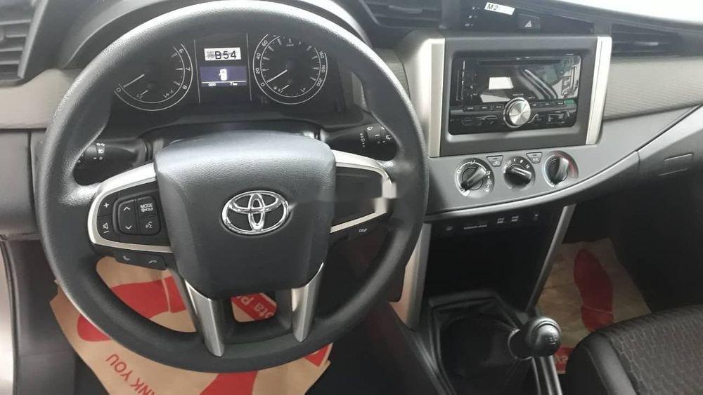 Bán xe Toyota Innova đời 2019, màu bạc, giá tốt (4)