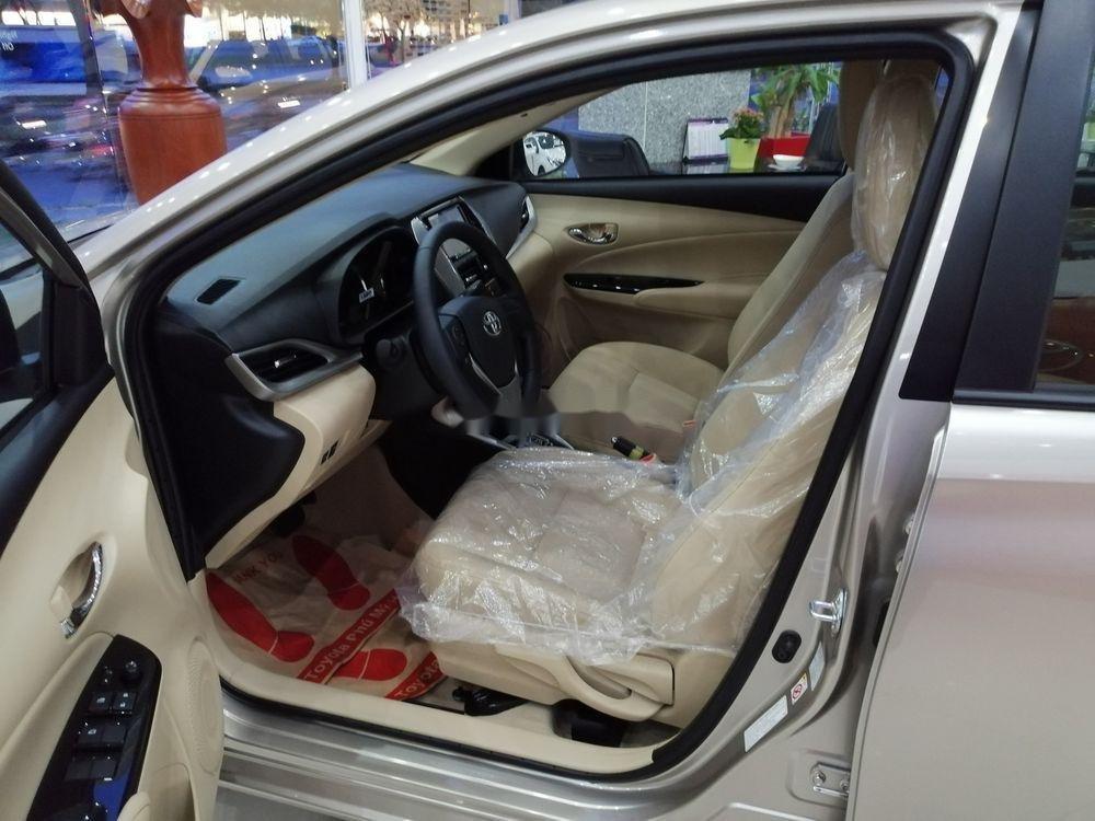 Cần bán xe Toyota Vios sản xuất 2019, màu bạc giá cạnh tranh (5)