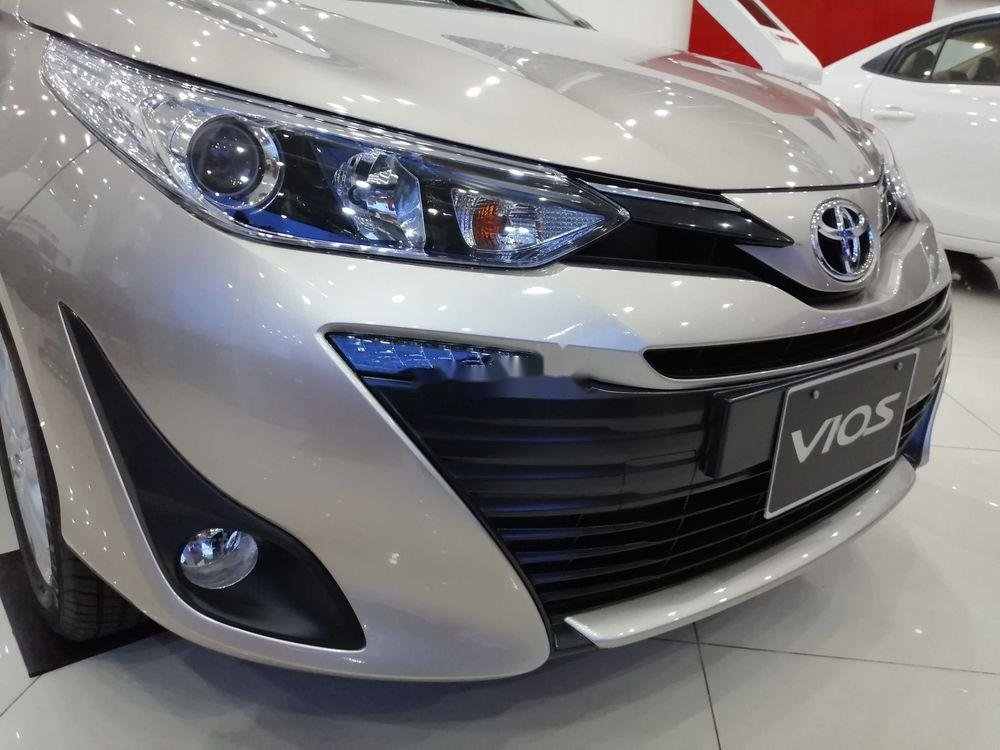 Cần bán xe Toyota Vios sản xuất 2019, màu bạc giá cạnh tranh (2)
