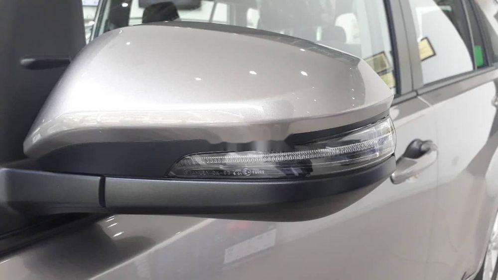 Bán xe Toyota Innova đời 2019, màu bạc, giá tốt (6)