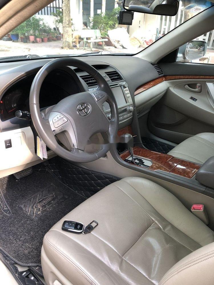 Cần bán Toyota Camry đời 2011 xe nguyên bản (2)