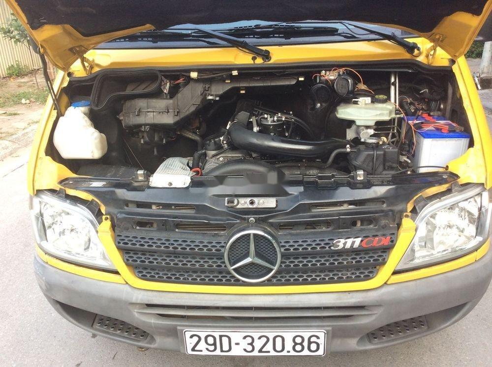 Cần bán xe Mercedes sản xuất 2009, màu vàng xe còn mới (5)