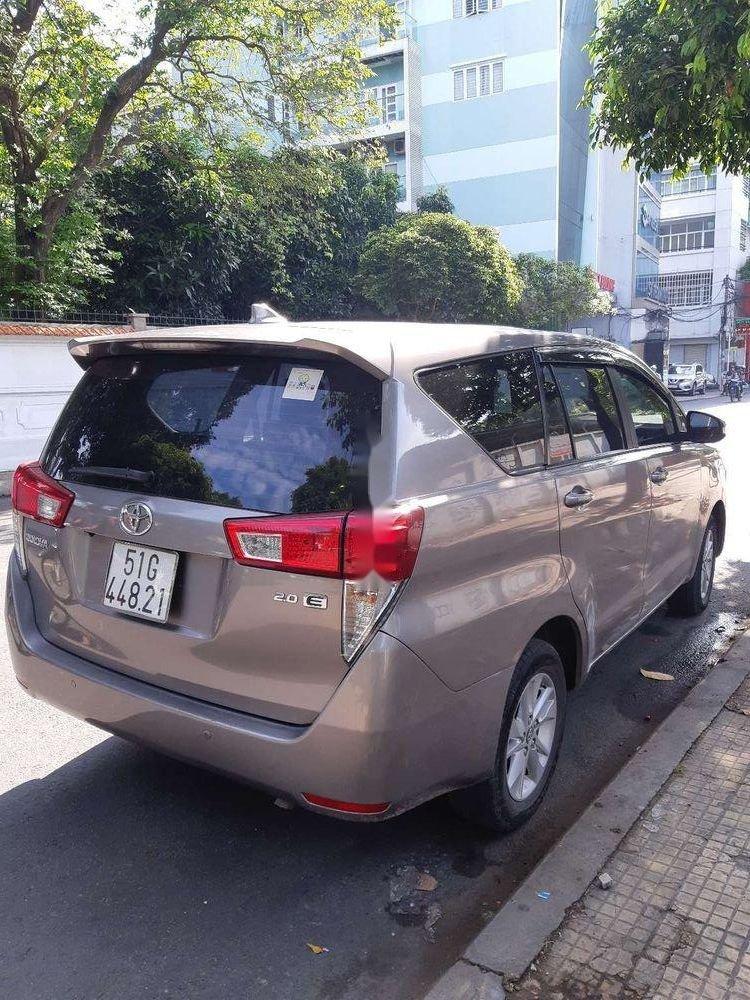 Bán xe cũ Toyota Innova năm 2017, màu xám (2)