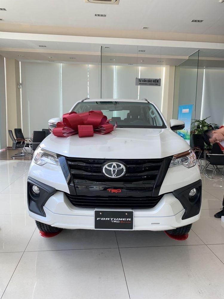 Cần bán xe Toyota Fortuner đời 2019, màu trắng, giá tốt (1)