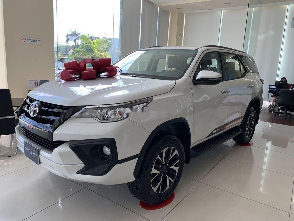 Cần bán xe Toyota Fortuner đời 2019, màu trắng, giá tốt (2)