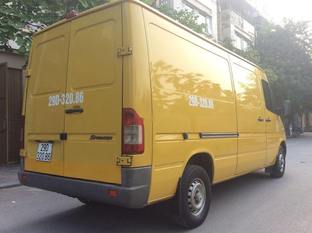 Cần bán xe Mercedes sản xuất 2009, màu vàng xe còn mới (2)