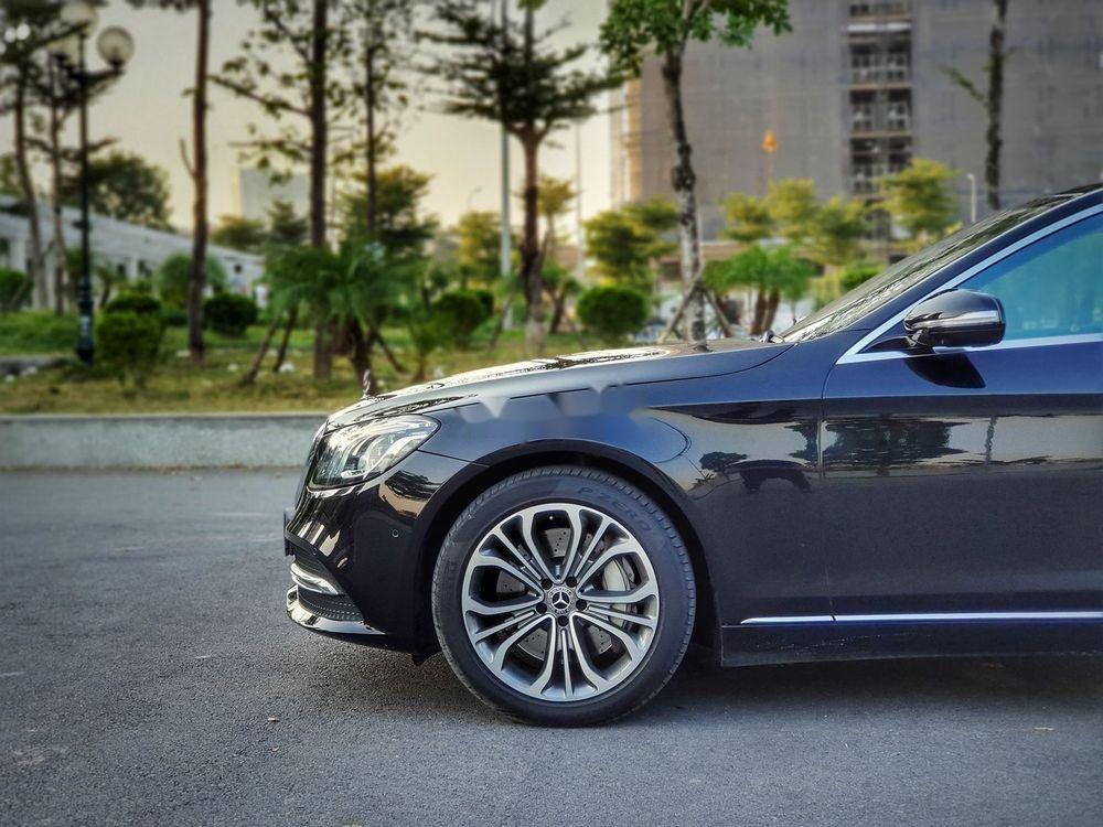 Cần bán Mercedes đời 2018, màu đen chính chủ xe nguyên bản (5)