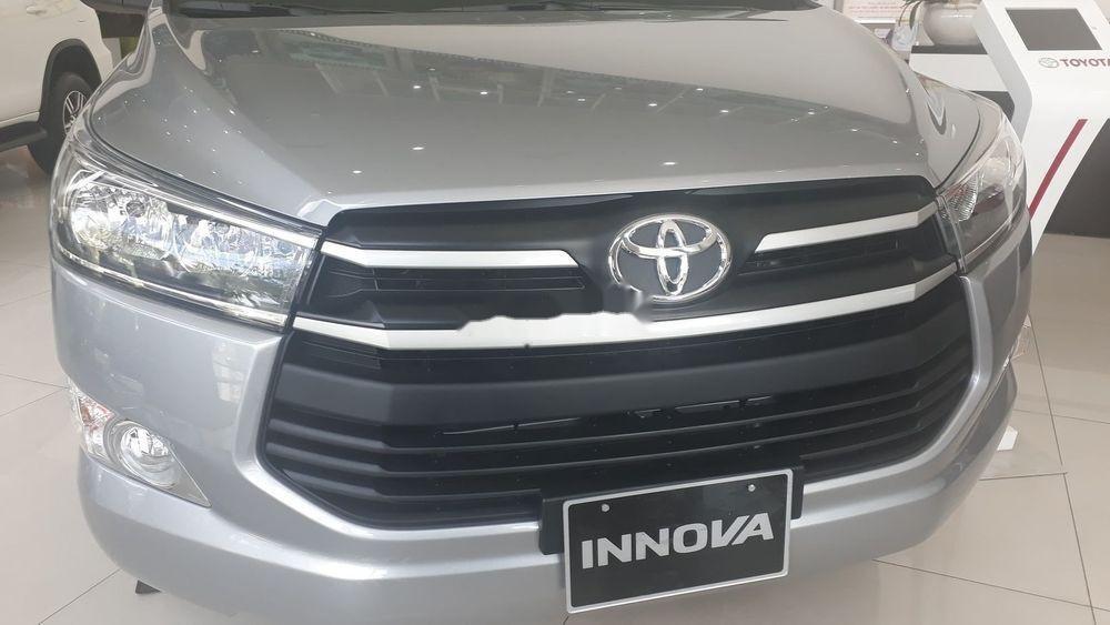 Bán xe Toyota Innova đời 2019, màu bạc, giá tốt (7)