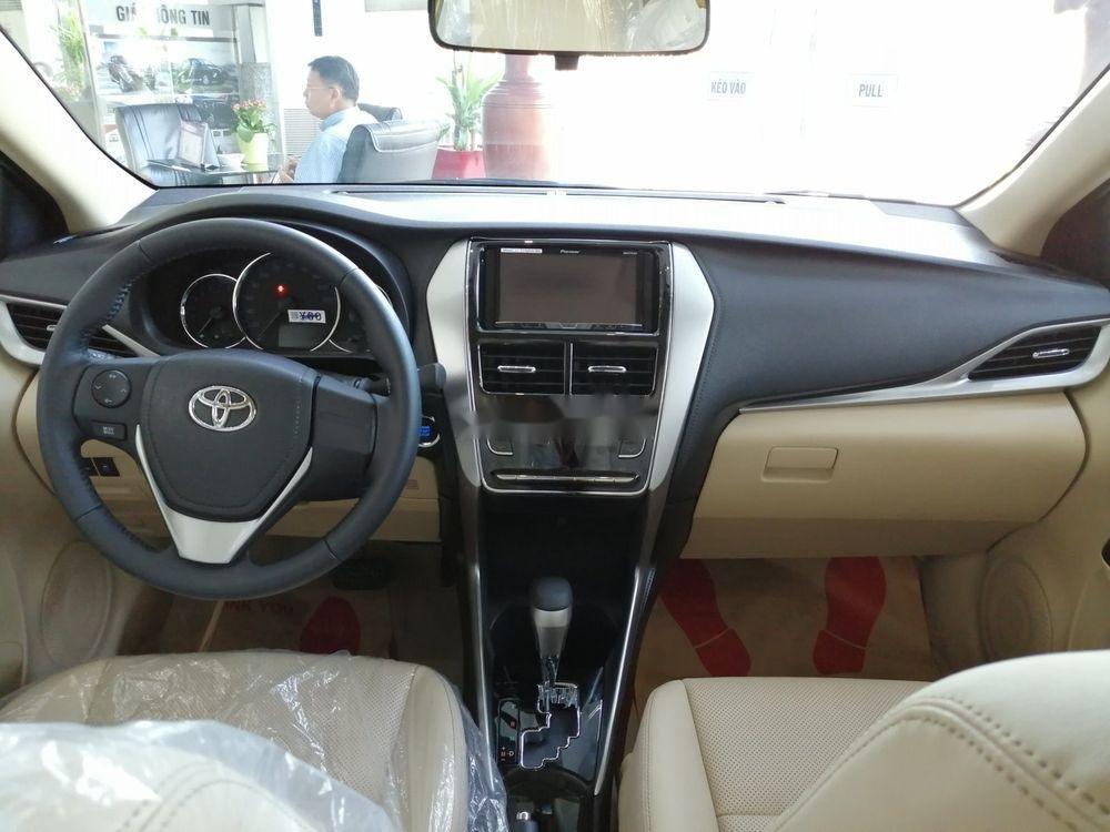 Cần bán xe Toyota Vios sản xuất 2019, màu bạc giá cạnh tranh (6)